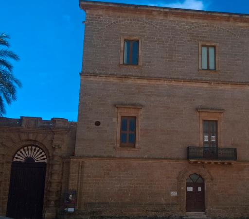 PALAZZO MARCHESALE BELMONTE PIGNATELLI - Ville e palazzi storici